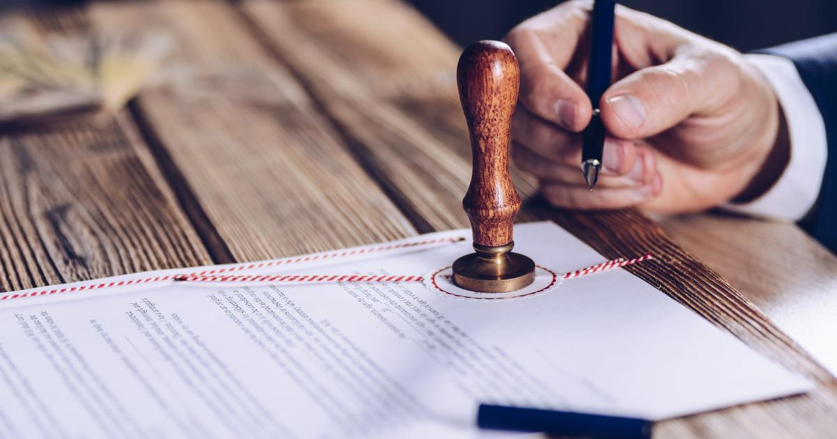 Kto ponosi odpowiedzialność za treść umowy deweloperskiej – deweloper czy notariusz?
